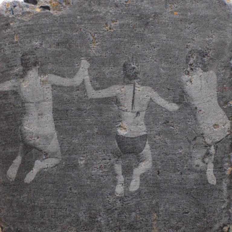 Le travail de Erika Meda porte sur la mémoire friable de la roche.
